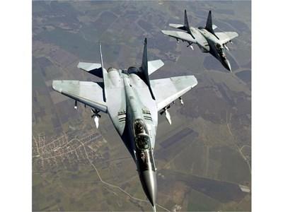 """Двойка изтребители МиГ-29 дава дежурство по програмата """"Еър полисинг"""". Реална е перспективата да разчитаме на тях чак до 2029 г., когато им изтича ресурсът. СНИМКА: ПИЕР ПЕТРОВ"""