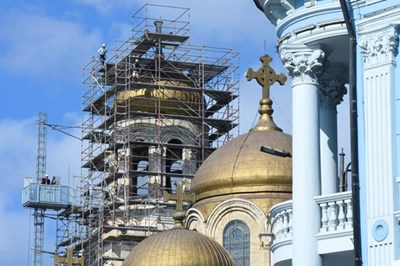 Катедралният храм във Варна светва с ефектно осветление