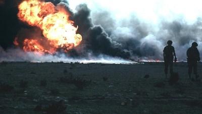 Запалени от иракската армия кувейтски нефтени кладенци. СНИМКА: РОЙТЕРС