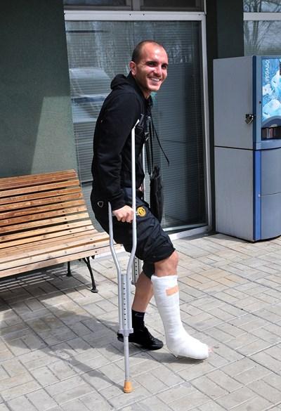 Стамен Ангелов счупи крак през 2012 г., когато още се издържаше от футбол.
