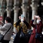 Испания се опитва да избегне идващата от Италия зараза с коронавируса