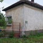 Къщата в Гложене, в която бе извършено зверското убийство. Снимка: Архив на автора.