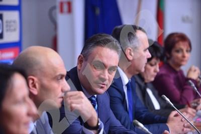 Част от състава на КПКОПНПИ с председател Пламен Георгиев (по средата)