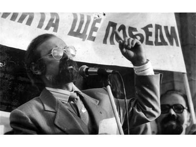 """Във вихъра на ораторския патос на митинг на СДС на пл. """"Ал. Невски"""" през 1990 г."""