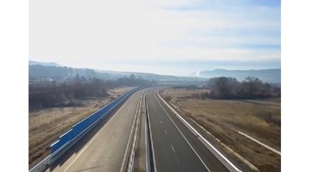 """Подписаха договора за строителството на тунел """"Железница"""" на АМ """"Струма"""""""
