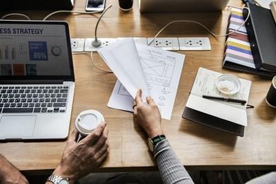 Компютърни умения ще изучават и възрастните хора. СНИМКА: Pixabay