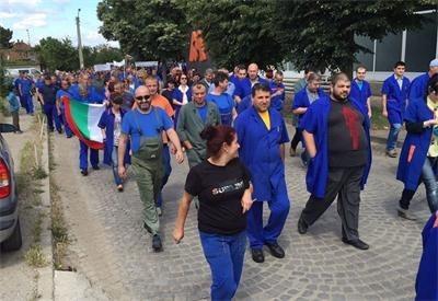 Протестиращи срещу високата цена на тока в Казанлък СНИМКИ: Фейсбук