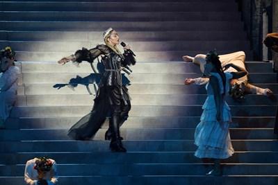 """Мадона по време на финала на """"Евровизия""""   СНИМКА: Ройтерс"""