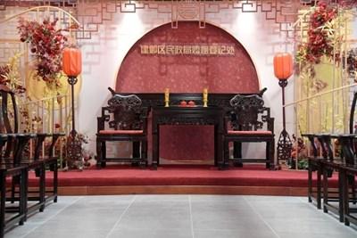 Дом за женитби в гр. Нанкин дава възможност на младоженците да избират между китайски и западен стил церемония