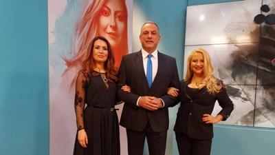 """Юксел Кадриев с водещите на предаването """"Търси се"""" Меги Димчева (вляво) и Нели Хаджийска СНИМКА: Би Ти Ви"""