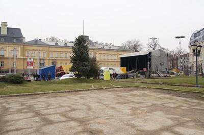 "Площад ""Княз Александър I Батенберг""."