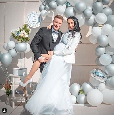 Кристина Дончева със съпруга си малко след като сключиха брак СНИМКА: ИНСТАГРАМ ПРОФИЛ НА ПЕВИЦАТА