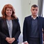 Огнян Траянов представи на вицепрезидента Илияна Йотова приложението си.  СНИМКА: ПРЕЗИДЕНТСТВОТО