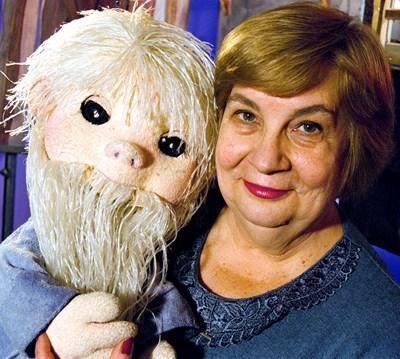 Слава Рачева с куклата на Педя човек