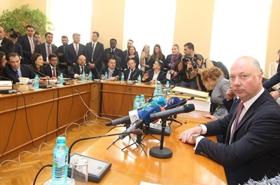 При отварянето на предложенията за концесия транспортният министър Росен Желязковн заяви, че сред кандидатите има оператори на едни от най-големите световни летища.