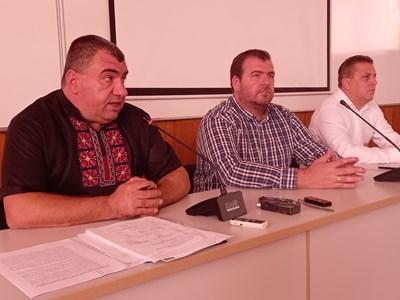 Явор Гечев и Красимир Коев дискутираха проблемите в лозаро-винарския бизнес у нас с производители в Пловдив. Снимки: Авторът