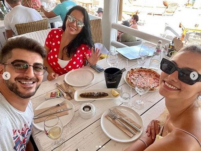 Сашо обядва с Ивелина и с Таня. СНИМКИ: ИНСТАГРАМ ПРОФИЛ НА АКТЬОРА