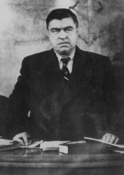 Главният обвинител Георги Петров гледа страшно