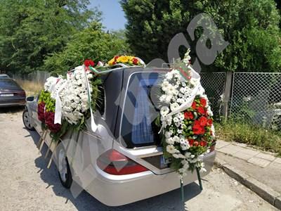 Поклонението пред майор Валентин Терзиев СНИМКИ: Радко Паунов СНИМКА: 24 часа