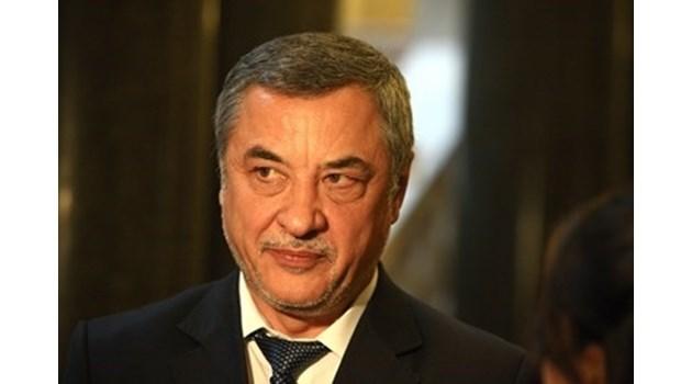 Валери Симеонов: НФСБ ще гласува против оставките на тримата министри