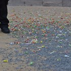 Десетки боклуци се въргалят по улиците след протеста.