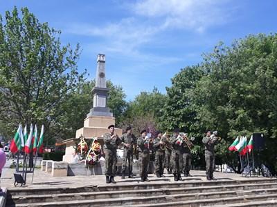 Музикален поздрав за Гергьовден отправи оркесътрът на 55-и инженерен полк