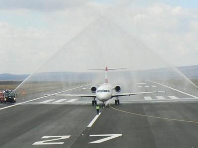 Обновена писта, в която са инвестирани 40 млн. лв. беше открита на Летище Варна. СНИМКА ИСКРА СОТИРОВА