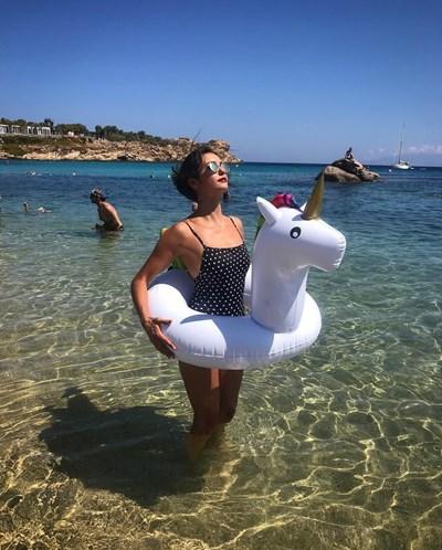Нина Добрев на почивка в Гърция