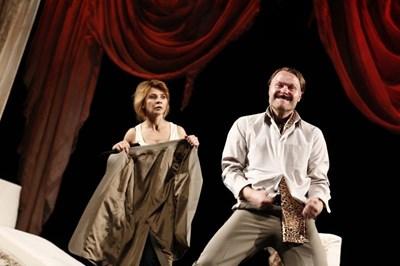 """Мая Бежанска е в екипа на """"Отворена брачна двойка"""" заедно с актьора Пьотър Кшемински под режисурата на Андрей Калудов."""