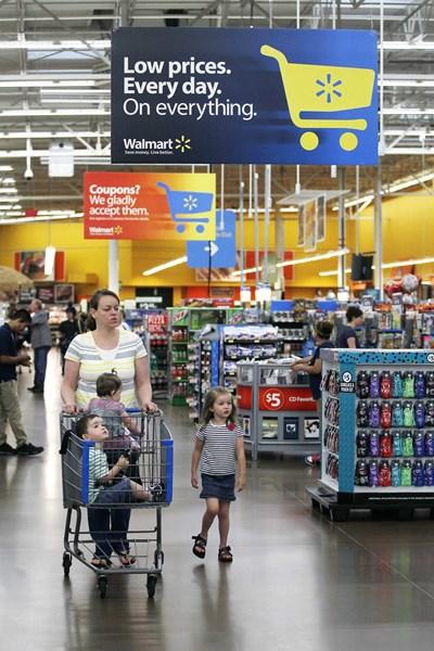 """Магазините """"Уолмарт"""" позлатиха семейство Уолтън. СНИМКА: РОЙТЕРС"""