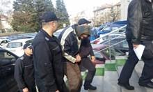 Вижте Мариян от Бургас, който удуши майка си