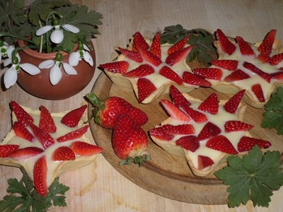 Тарталети с крем и ягоди