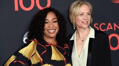 Телевизионните продуцентки Шонда Раймс и Бетси Биърс ще получат почетната награда на американската Гилдия на дизайнерите на костюми за участието им в създаване на подходящи гардероби, разкриващи особености за героите.