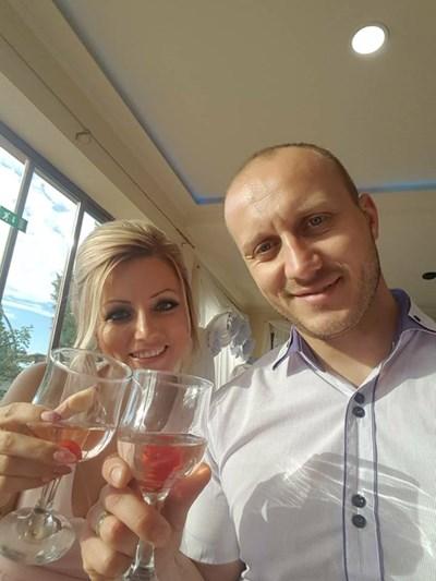 Валентин Димов със съпругата си СНИМКА: фейсбук/ Атанаска Димова