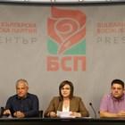 Кметът на Гоце Делчев Владимир Москов (в средата) ще замества Корнелия Нинова, докато тя е в предизборна кампания преди вота за лидер. Тя обяви решението си в присъствието на депутата Христо Проданов и на члена на ИБ на БСП Атанас Зафиров (вдясно). СНИМКА: БСП