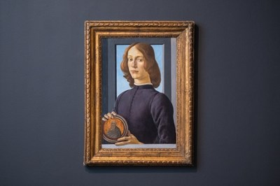"""""""Млад мъж, който държи медальон"""", Сандро Ботичели Снимка: Туитър/Sotheby's ."""