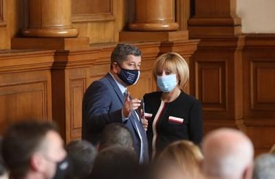 Христо Иванов и Мая Манолова в парламентарната зала. Снимка Николай Литов
