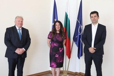 Министърът на външните работи Светлан Стоев (вляво) и министърът на икономиката Кирил Петков обсъдиха с посланика на САЩ Херо Мустафа актуални теми. Снимки МВнР
