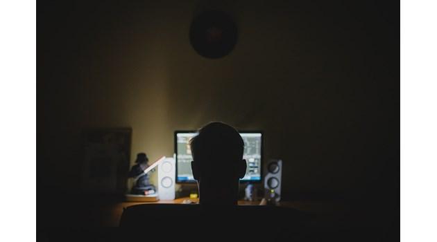 Хирург в Добрич гледал и разпространявал детско порно на работа