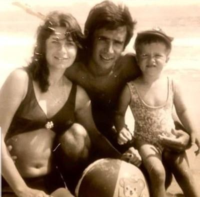 Белослава като малка с майка си Анета Сотирова и баща си Борислав Стоянов