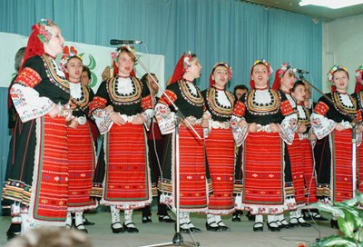 """Ансамбъл """"Филип Кутев"""" в началото на 90-те СНИМКА: АРХИВ"""