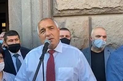 Премиерът Бойко Борисов излезе на митинга при подкрепящите го пред Министерския съвет КАДЪР: Фейсбук/Бойко Борисов