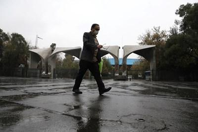 Иранските власти днес затвориха магазини и предприятия и забраниха пътуванията между големите градове СНИМКА: Ройтерс