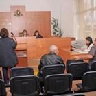 Досущ като минисъдебна зала изглежда заседателната в КЗД. СНИМКА: АНДРЕЙ МИХАЙЛОВ