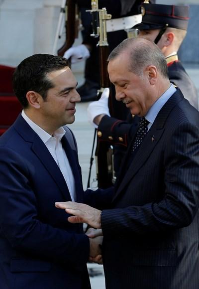 Гръцкият премиер Алексис Ципрас (вляво) се срещна с турския президент Ердоган. Снимка РОЙТЕРС