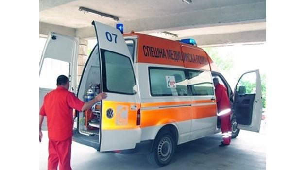 """Първо в """"24 часа"""": Шофьорът на смачкания от тир бус е загинал, бебе сред ранените"""
