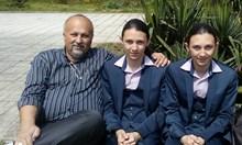 4-ти месец отказват да възстановят като фелдшер бащата на Хасан и Ибрахим