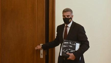 Служебният премиер Стефан Янев преди откриването на днешното заседание на Министерски съвет