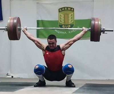Карлос Насар с 4 опита над световните рекорди на щанги турнира в Кнежа