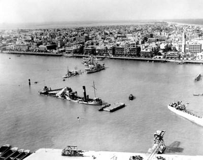 Египет се опитва да потопи 40 кораба през 1956 г., когато национализира Суецкия канал.